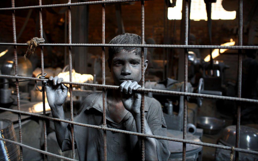 जापानी कहानी : फैक्टरी टाउन
